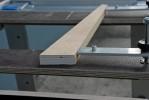 Les parties supérieures des pièces en aluminium et en bois doivent être mise sur le même plan par déplacement de l'écrou.