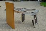 La table pour 10 personnes pliée... épaisseur 5 cms.